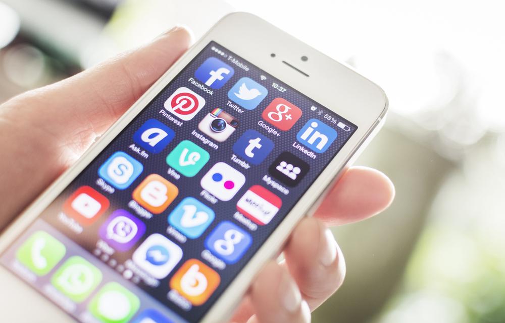 Influencer: Nutzen und Gefahren der Social Media Naturgewalten