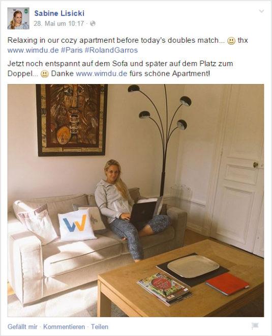 """<a href=""""https://www.facebook.com/sabinelisicki/photos/a.184452056516.135791.175535596516/10152877428211517/?type=1&theater"""">Postingder Tennisspieleren Sabine Lisicki</a>, die sich darin privat präsentiert und das Unternehmen<em>Wimdu</em> lobend erwähnt, als auch dasLogo des Unternehmens prominent in die Kamera hält. Die werbliche Ausrichtung des Postings ist m.E. nicht eindeutigerkennbar. Wäre das Posting wirtschaftlich motiviert(was nachzuweisen wäre), könnte man durchaus vonSchleichwerbung ausgehen."""