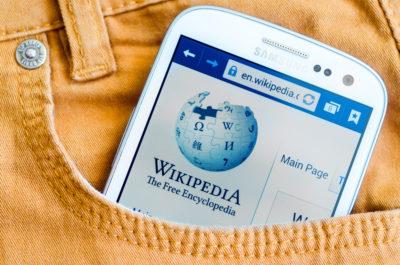 Aktion: Wir verbessern die Wikipedia zum Thema Facebook