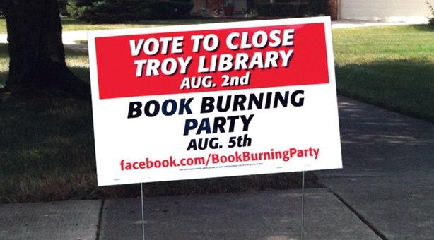 Buchverbrennungen und Facebook retten Bibliothek
