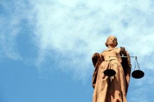 Recht und Gesetz - Justitia